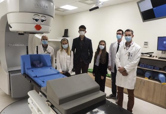 """Projekto """"Moksleiviai į Vyriausybę"""" dalyviams – pažintis su spinduline terapija NVI"""