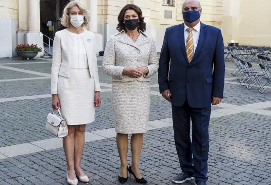 Už NVI darbuotojus meldėsi p. Diana Nausėdienė, sveikino Ministrė Pirmininkė Ingrida Šimonytė: esate unikalus onkologijos mokslo ir praktikos centras