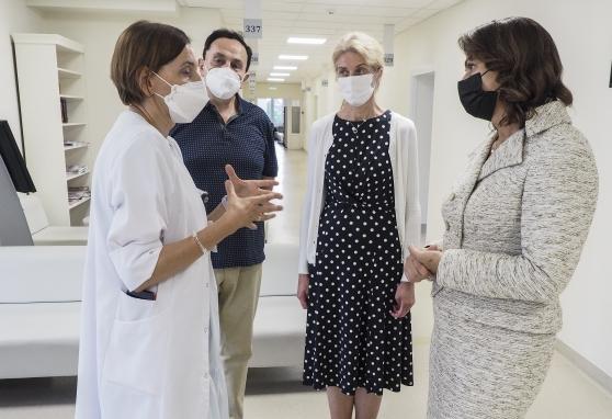 Pirmoji šalies ponia Diana Nausėdienė apsilankė Nacionaliniame vėžio institute